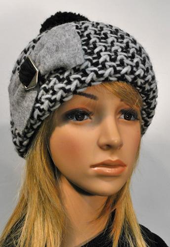 HS knitted beanie with bow and tassel 2466